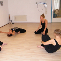yoga en dans - Diemilla praktijk – Khadija Stubbe